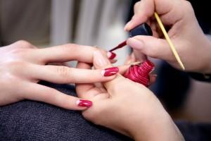 Manicure hybrydowy – tak czy nie?